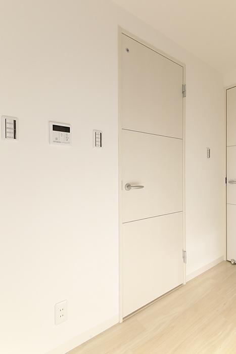 【ポルタニグラ大須】901号室_リビングスペース_水周りへのドア_MG_3431