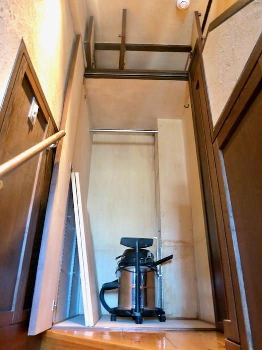 1Fから2Fへの階段。ヴィンテージ3Fメゾネット2000HOUSE4B10