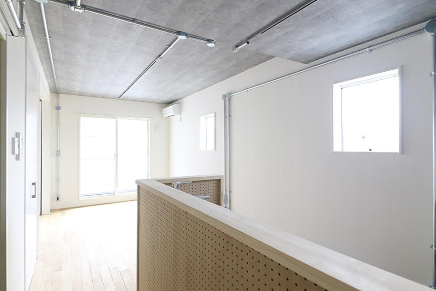 庄内通【コウノミBASE】303号室_土間からキッチン・リビングへの眺め_MG_9035