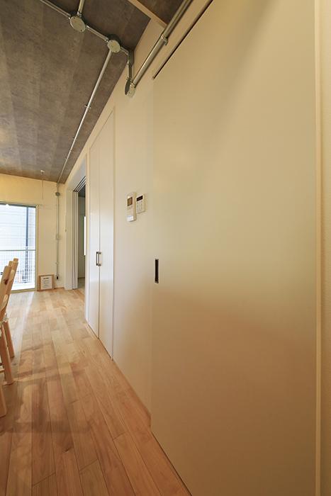 庄内通【コウノミBASE】102号室_水回りへのドア、クローゼット収納のドア_MG_8565