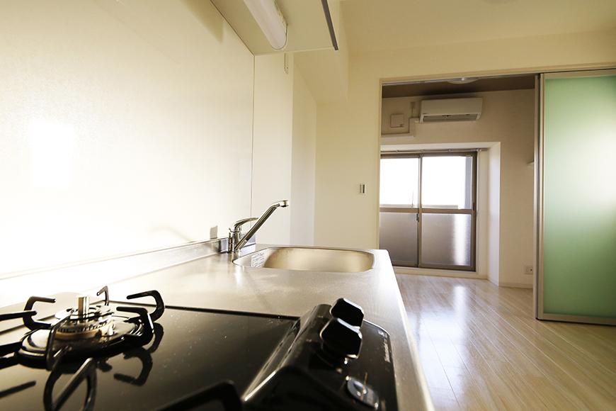 【ポルタニグラ大須】901号室_リビングスペース_キッチンからの眺め_MG_3667
