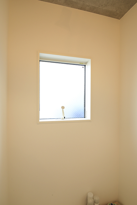 庄内通【コウノミBASE】102号室_土間の窓_MG_8438