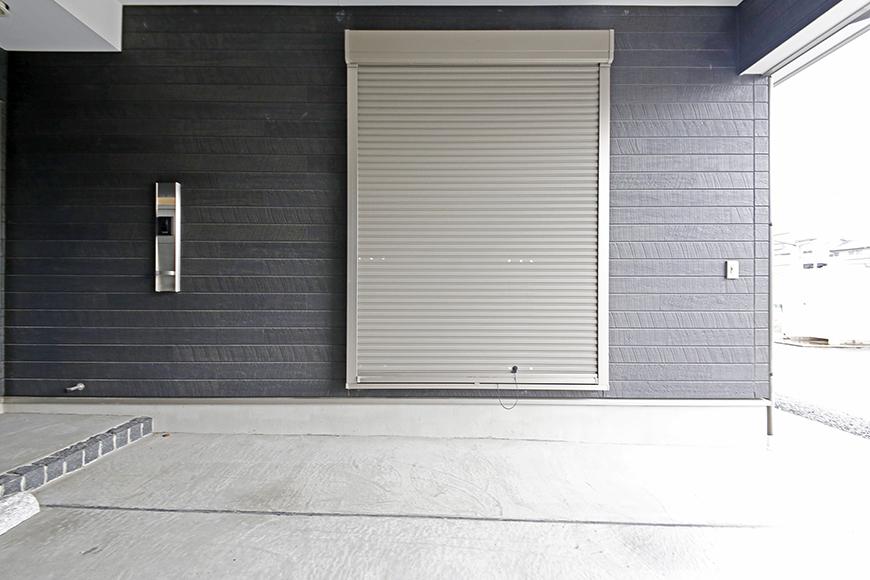 岡崎【アネシス】_C号室_ガレージ_一階洋室へとつながる窓_シャッター完備でセキュリティ◎_MG_6241