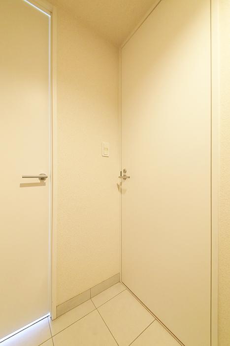 【ミュプレ矢場町】1103号室_玄関_水回り・LDKへのドア_MG_0164