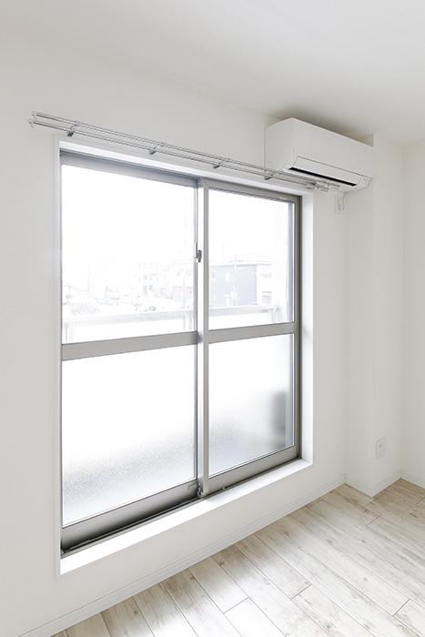 岡崎【アネシス】_C号室_二階_LDK_ベランダへの窓_MG_6572