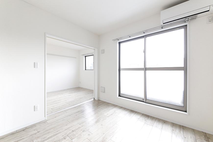 岡崎【アネシス】_C号室_二階_LDKと洋室の間のドアをOPEN_MG_6536