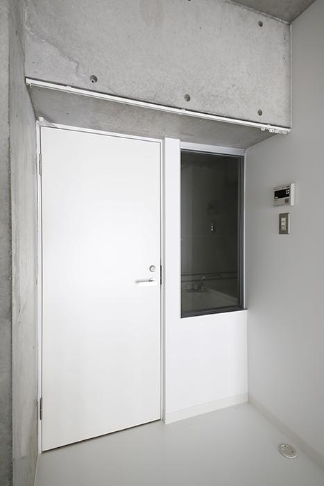 大曽根【クレイタスパークI】106号室_トイレ・バスルームへのドア_MG_2243