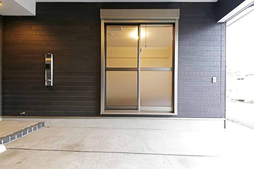 岡崎【アネシス】_C号室_ガレージ_一階洋室へとつながる窓_MG_6254