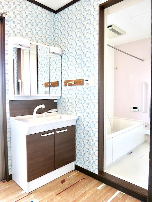 1F サニタリー&バストイレ。 和洋折衷 広い和室とスヌーピー オフィス・ペット可 城主町貸家13
