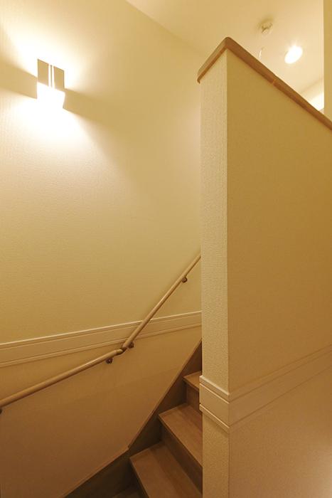 岡崎【アネシス】_C号室_二階への階段_踊り場_MG_6347