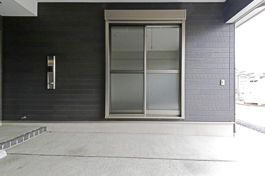 岡崎【アネシス】_C号室_ガレージ_一階洋室へとつながる窓_MG_6217