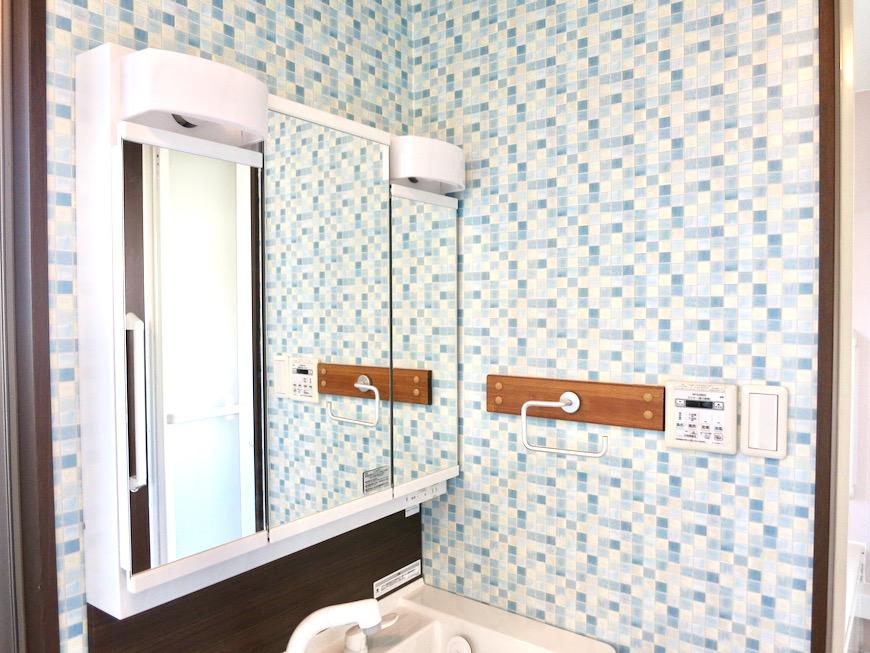 1F サニタリー&バストイレ。 和洋折衷 広い和室とスヌーピー オフィス・ペット可 城主町貸家11
