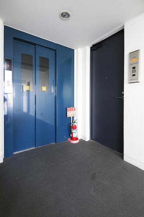 【ミュプレ矢場町】601号室_エレベータすぐそばの玄関_MG_0643