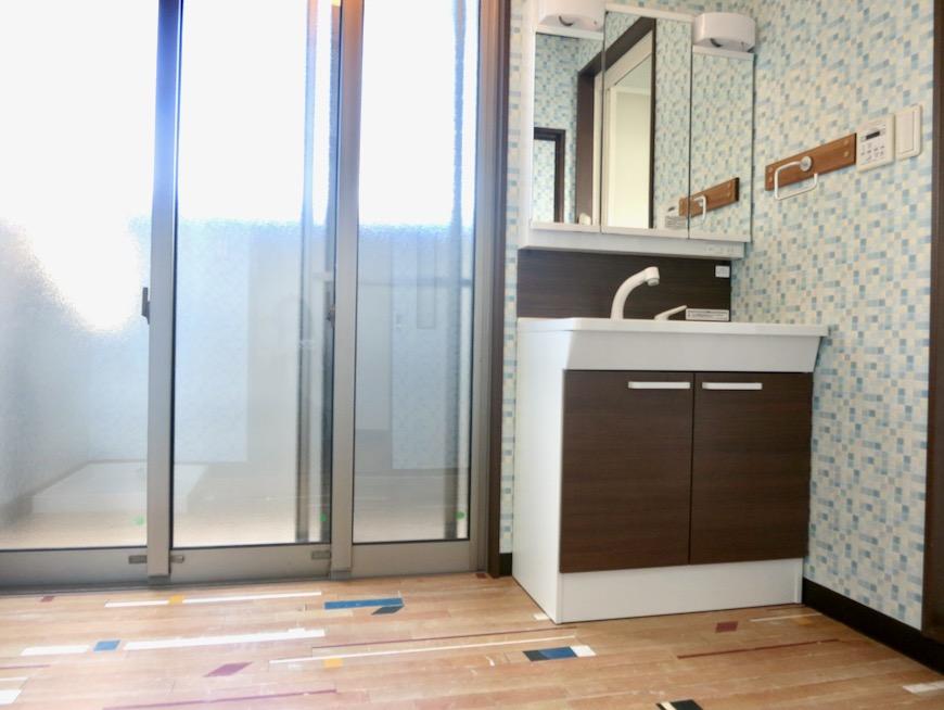 1F サニタリー&バストイレ。 和洋折衷 広い和室とスヌーピー オフィス・ペット可 城主町貸家2