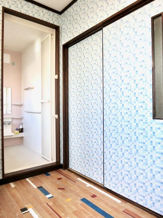 1F サニタリー&バストイレ。 和洋折衷 広い和室とスヌーピー オフィス・ペット可 城主町貸家17