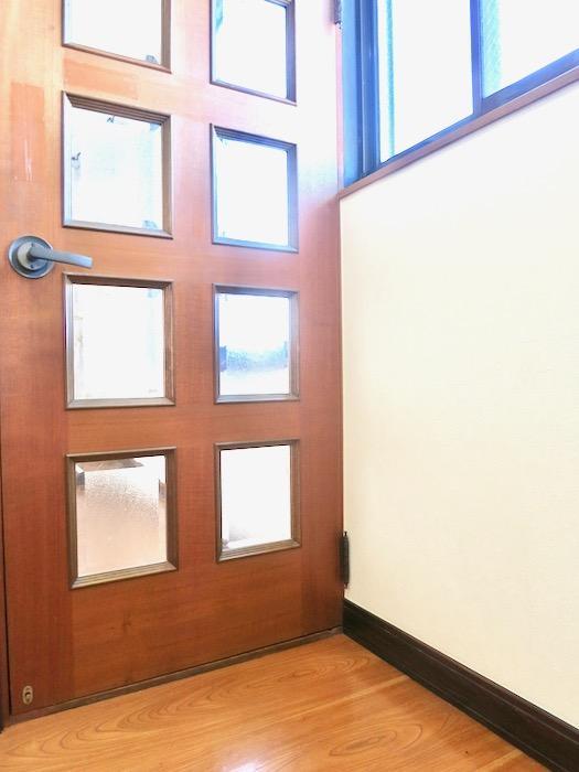 2F 階段 和洋折衷 広い和室とスヌーピー オフィス・ペット可 城主町貸家5