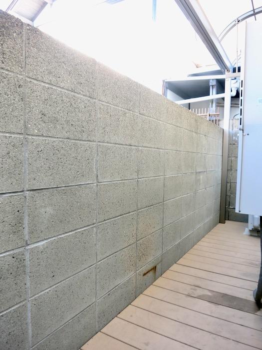 1F 勝手口 サニタリー&バストイレ。 和洋折衷 広い和室とスヌーピー オフィス・ペット可 城主町貸家0