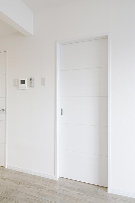岡崎【アネシス】_C号室_二階_LDK_水回りへのドア_MG_6462