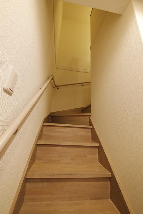 岡崎【アネシス】_C号室_二階への階段_MG_6340