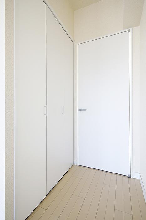 【ミュプレ矢場町】1103号室_LDK_玄関へのドア、収納のドア_MG_0442