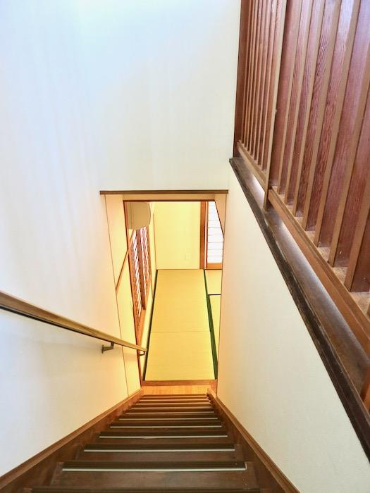 2F 階段 和洋折衷 広い和室とスヌーピー オフィス・ペット可 城主町貸家3