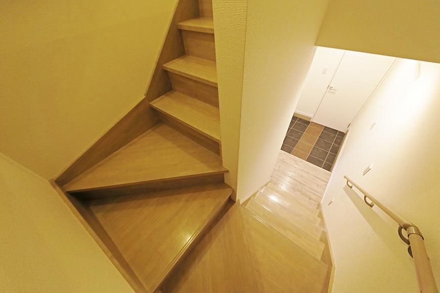 岡崎【アネシス】_C号室_二階への階段_踊り場_MG_6341
