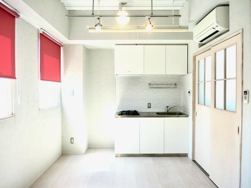 7帖個室 土壁風仕上げの壁 BOX HOUSE 4A17