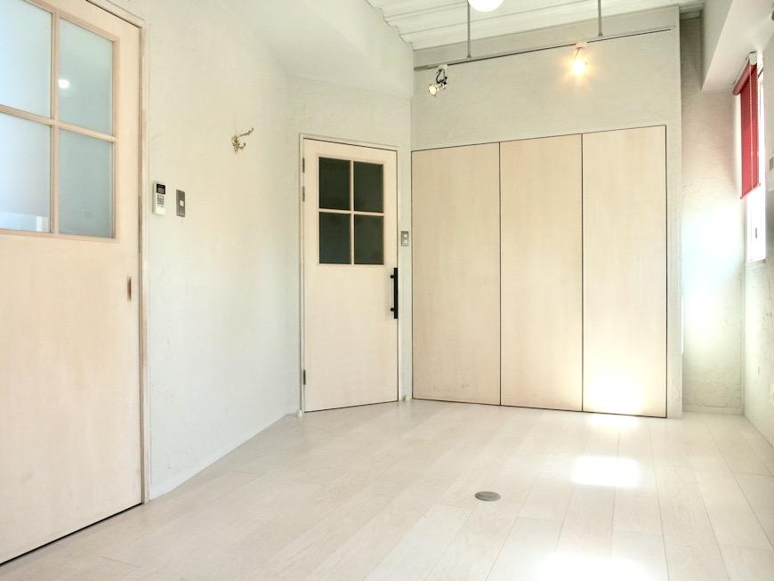 7帖個室 土壁風仕上げの壁 BOX HOUSE 4A1