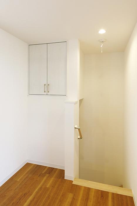 【ガレラ守山】4号室_3階_洋室_階段付近の収納スペース_MG_7305