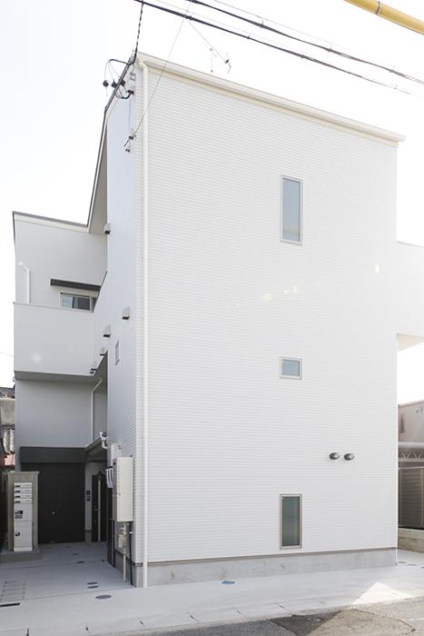 【ガレラ守山】外観_白を基調としたスッキリ・シンプルな建物です_MG_6963