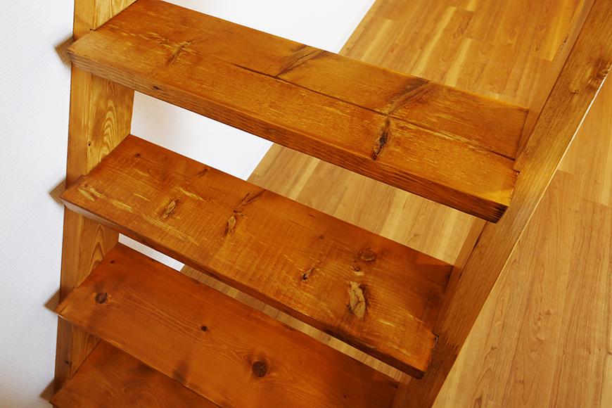 【ガレラ守山】4号室_3階_洋室_ロフトへの重厚な階段_MG_7354