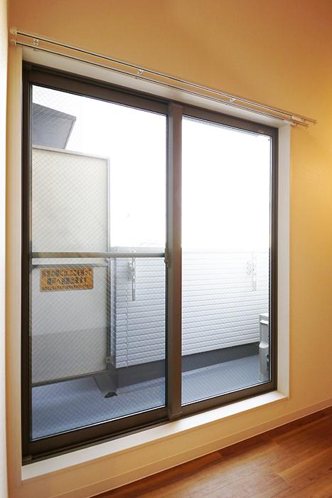 【ガレラ守山】4号室_3階_洋室_ベランダへの窓_MG_7318