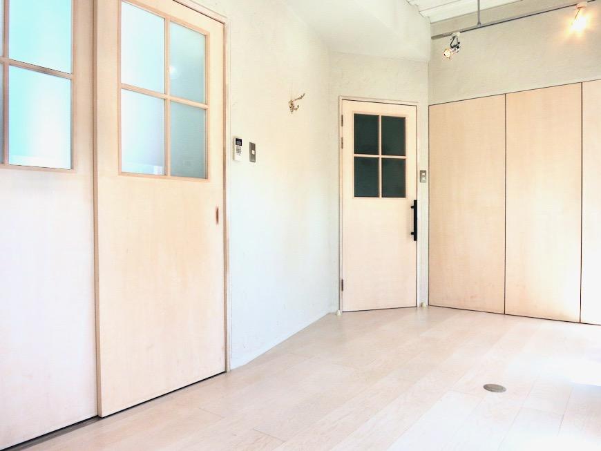 7帖個室 土壁風仕上げの壁 BOX HOUSE 4A0