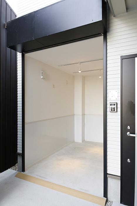 【ガレラ守山】4号室_ガレージ入り口のシャッターをOPEN_MG_6992