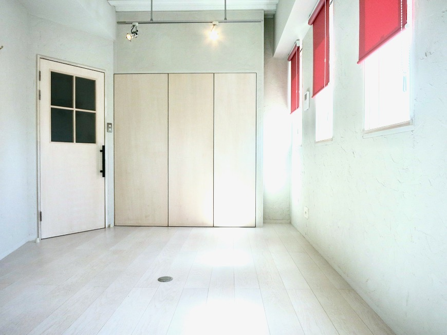 ●7帖個室 土壁風仕上げの壁 BOX HOUSE 4A2