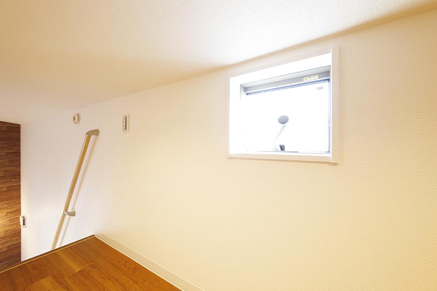【ガレラ守山】4号室_3階_ロフトスペースにも窓があります_MG_7381