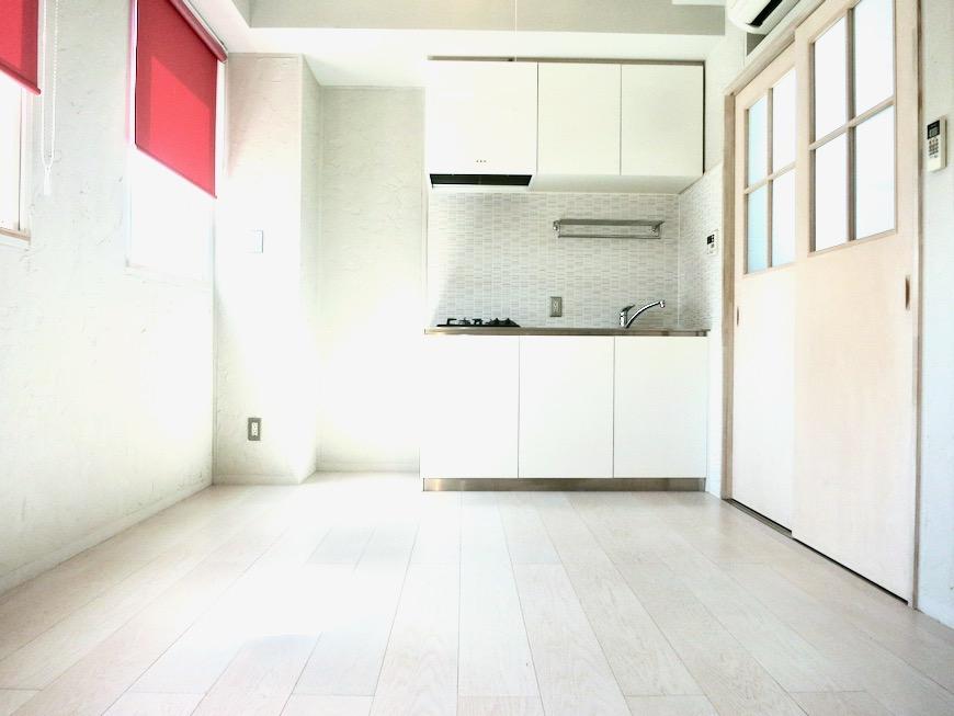 ●7帖個室 土壁風仕上げの壁 BOX HOUSE 4A4