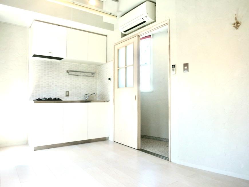 ●7帖個室 土壁風仕上げの壁 BOX HOUSE 4A3