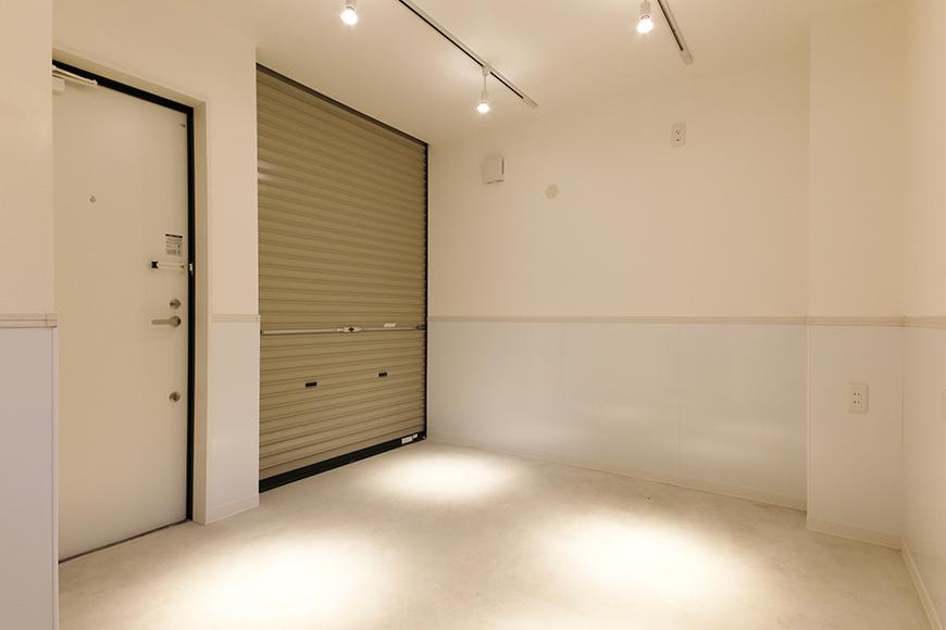 【ガレラ守山】4号室_1階_ガレージ_シャッターを閉じるとご覧のプライベート空間に_MG_7030