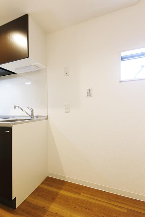 【ガレラ守山】4号室_2階_キッチン周り_冷蔵庫置き場_MG_7252