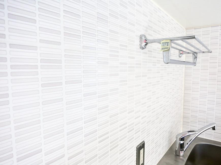 システムキッチン 土壁風仕上げの壁 BOX HOUSE 4A6