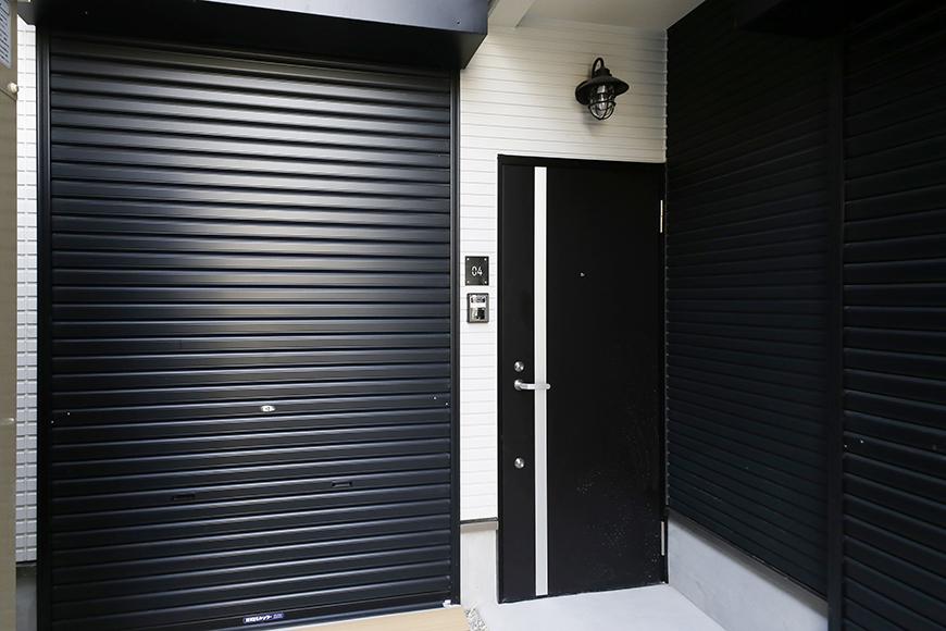 【ガレラ守山】4号室_玄関・ガレージ入り口付近_MG_6982