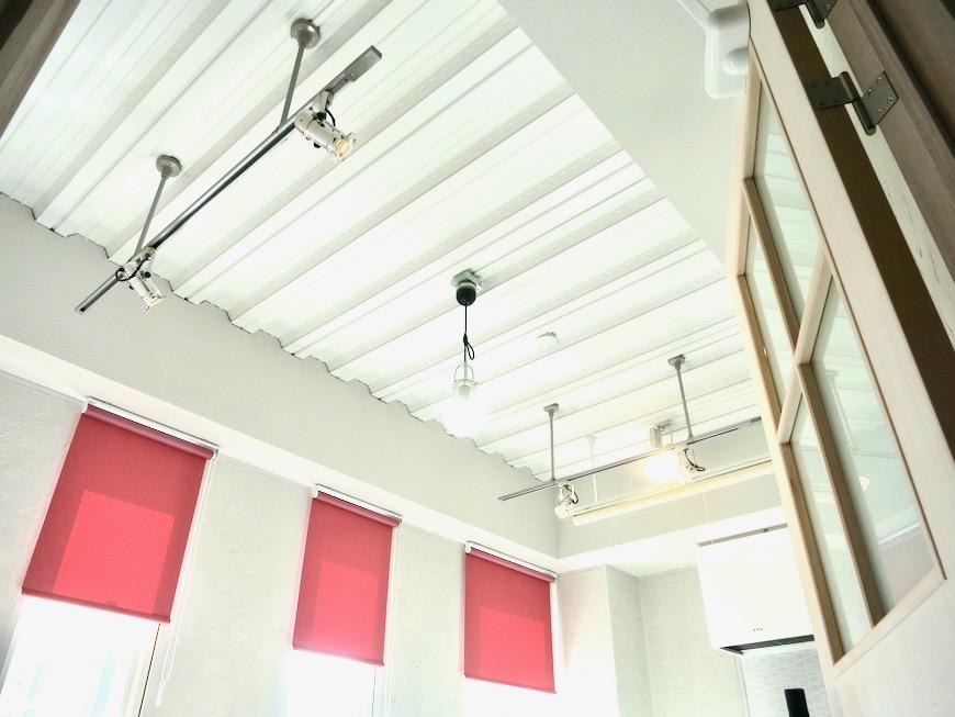 ●7帖個室 土壁風仕上げの壁 BOX HOUSE 4A7