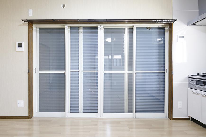 【ステップス江南 A棟】一階_LDK_大きな開口部の窓_雨戸を閉める_MG_7874