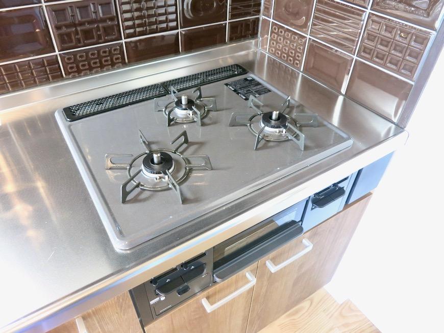 キッチン。お洒落なタイルが素敵なキッチン。川原ロイヤルハイツ3B8