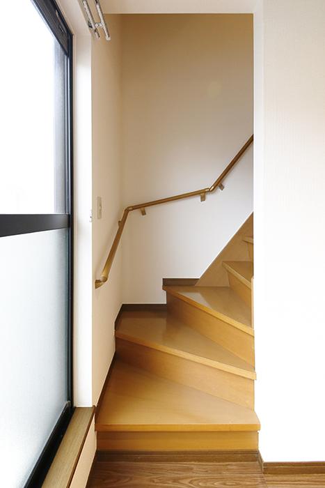 清須市【シャトー】102号室_二階_LDK_三階居室への階段_MG_8719