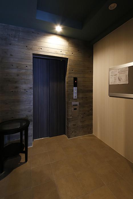 【NNS121】外観・共有_一階エレベータホール_MG_0746