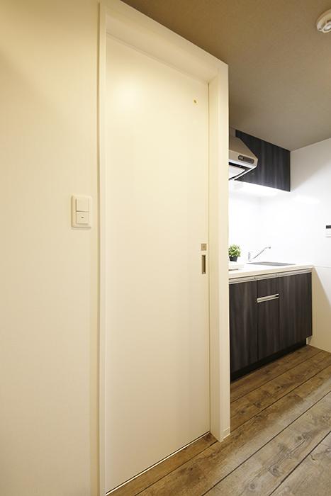 【NNS121】904号室_トイレへのドア_MG_0873