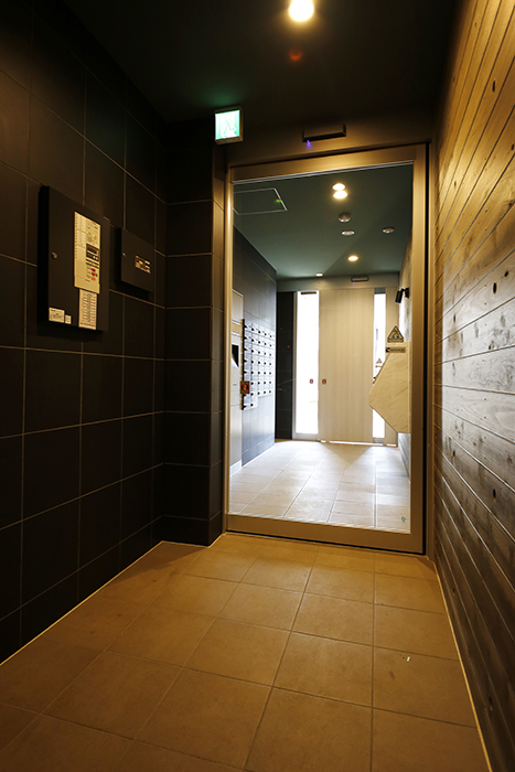 【NNS121】外観・共有_エレベータホールから入り口への眺め_MG_1877