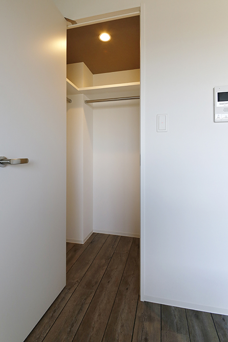 【NNS121】904号室_洋室_クローゼット収納_MG_1037